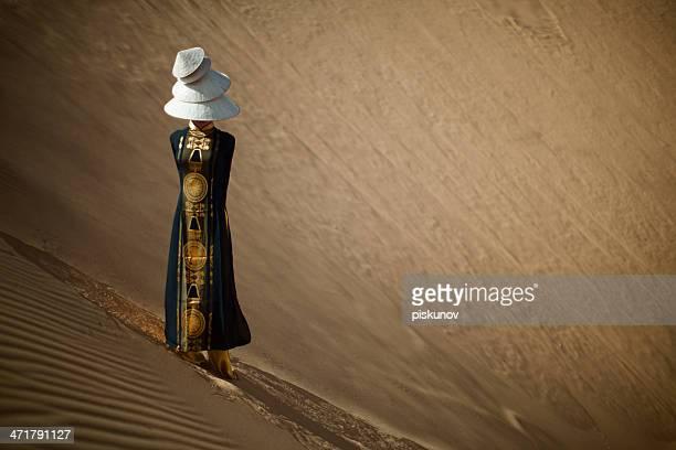 Portrait de femme dans le désert