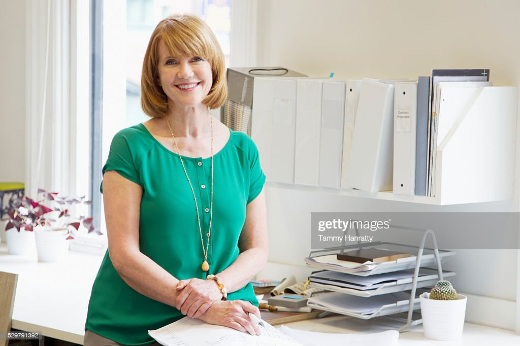 Portrait of woman in office : Foto de stock