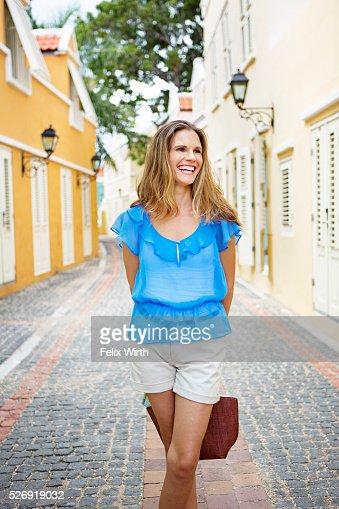 Portrait of woman standing on narrow street : Foto de stock