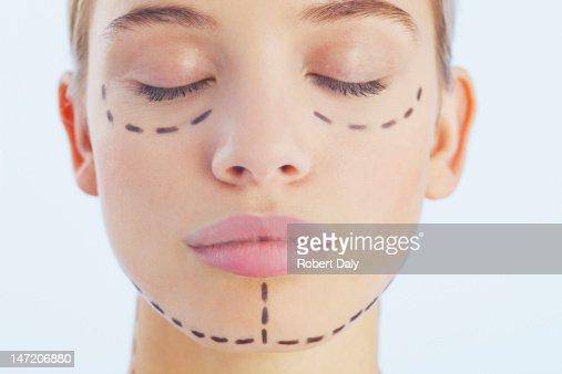 Ritratto di donna con linee sul suo volto