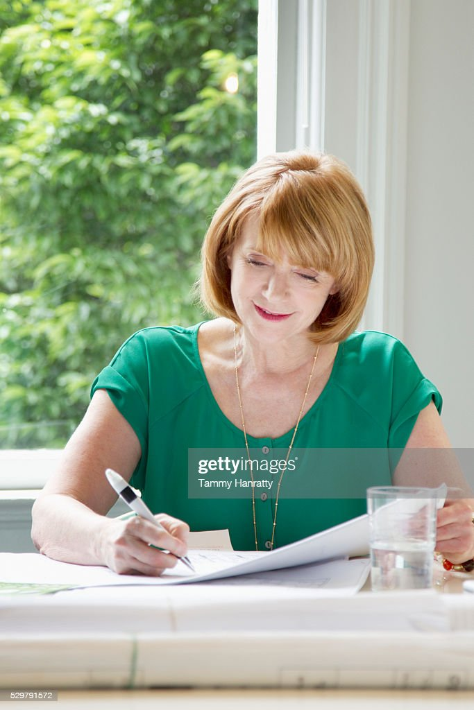 Portrait of woman writing : Stock-Foto