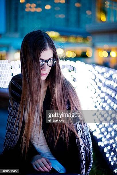Portrait de jeune belle femme avec eyesglasses, Tokyo.