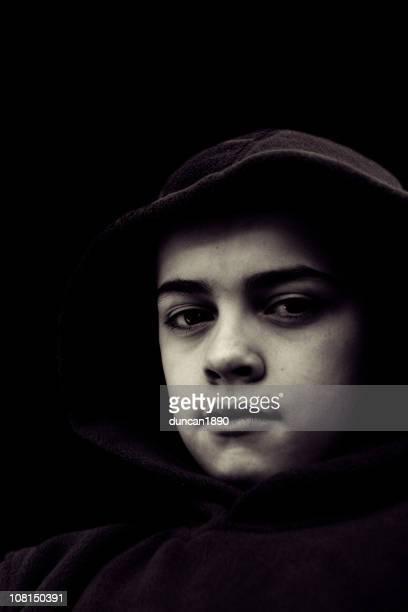Portrait de jeune garçon, noir et blanc