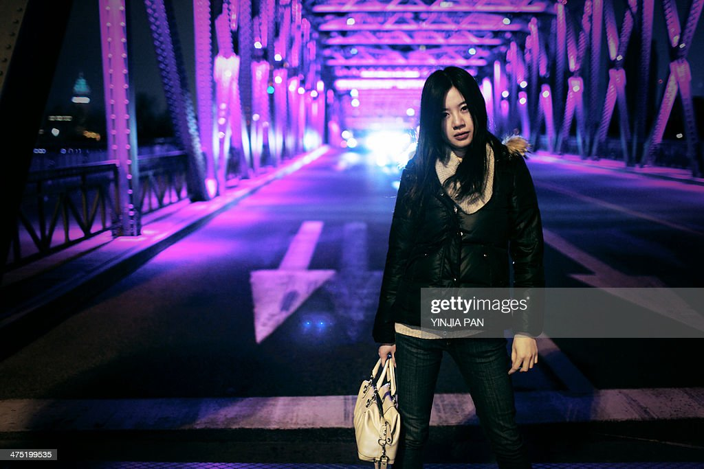 Portrait of young girl carry handbag on the street : Stock Photo