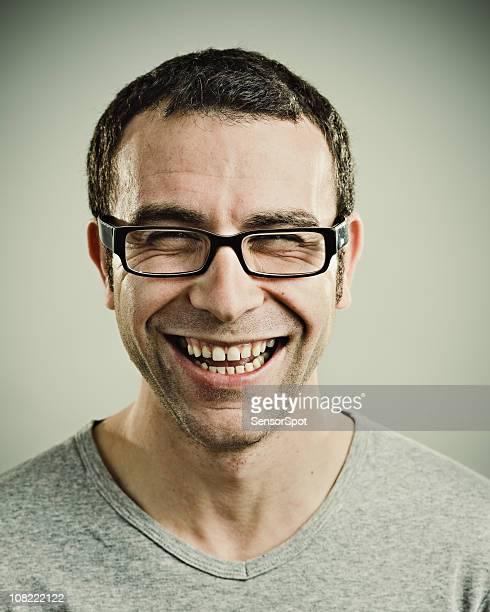Portrait de jeune homme riant