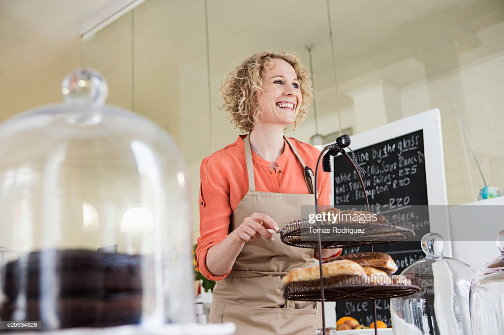 Portrait of young waitress behind bar counter : Foto de stock
