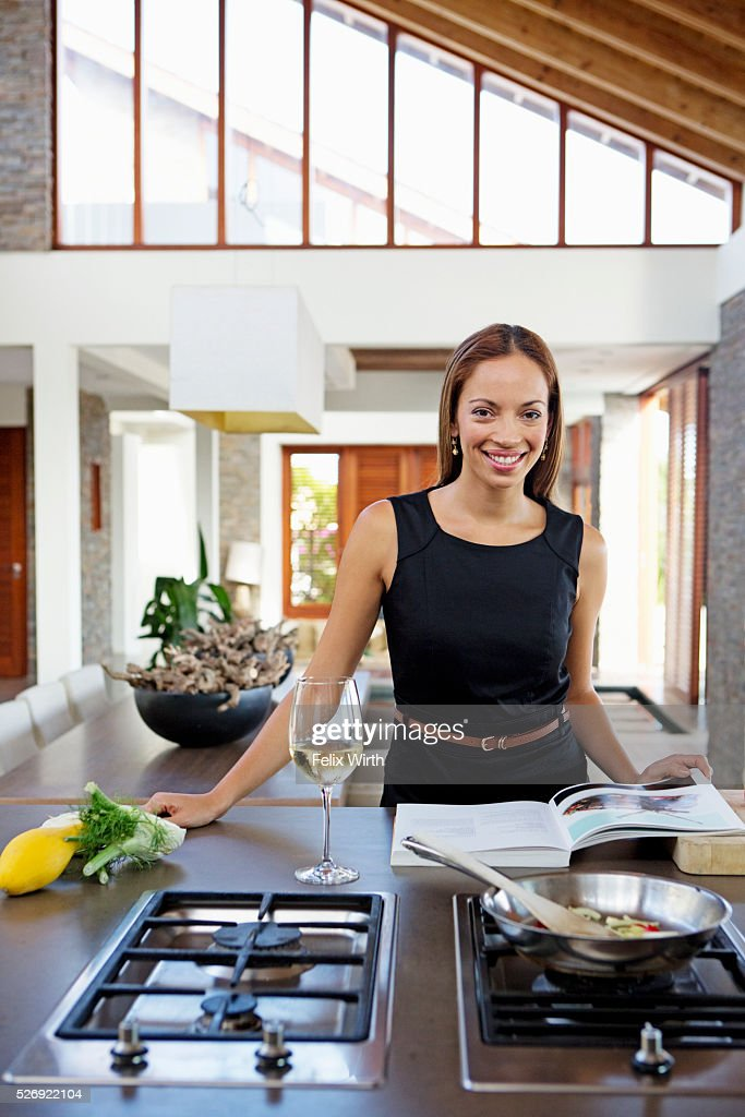 Portrait of young woman cooking dinner : Foto de stock