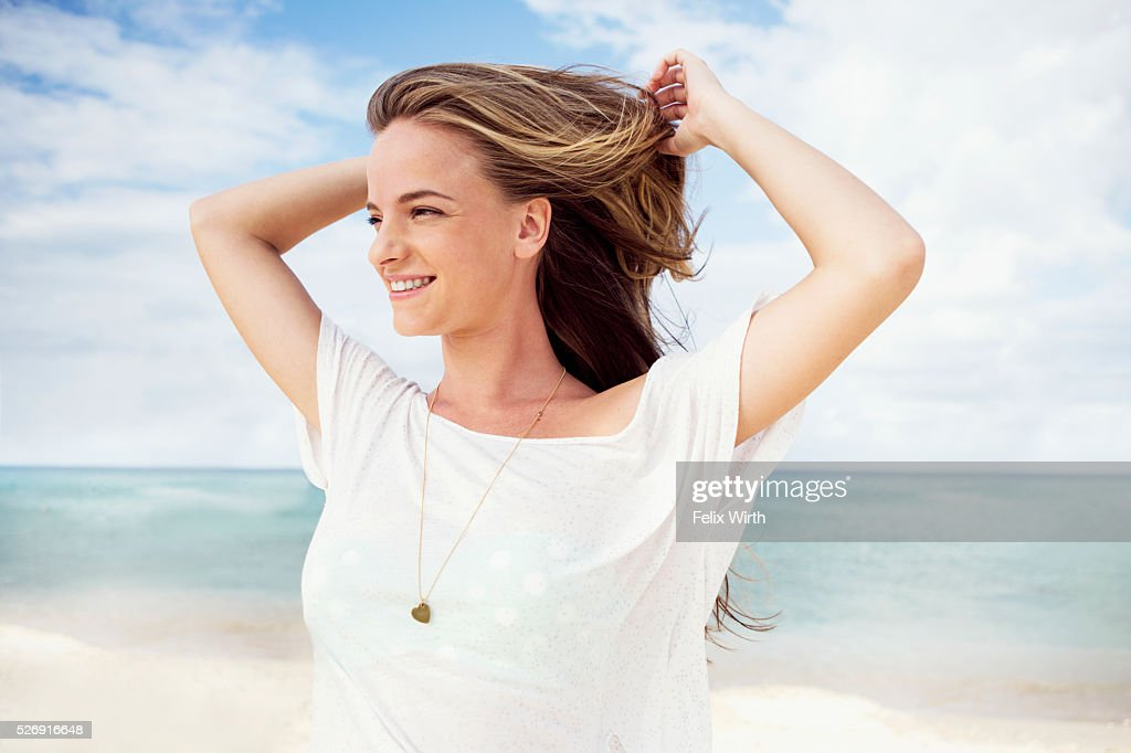 Portrait of young woman on beach : Foto de stock