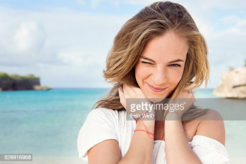 Portrait of young woman on beach : Stock-Foto