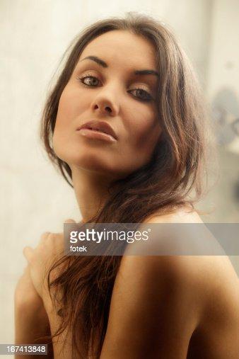 Portrait of young woman : Bildbanksbilder
