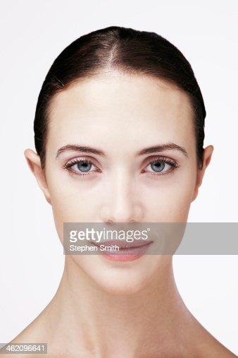 portrait of young woman smiling : Foto de stock