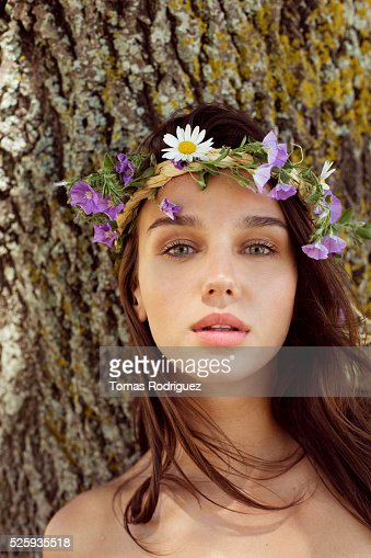 Portrait of young woman wearing wreath : Photo
