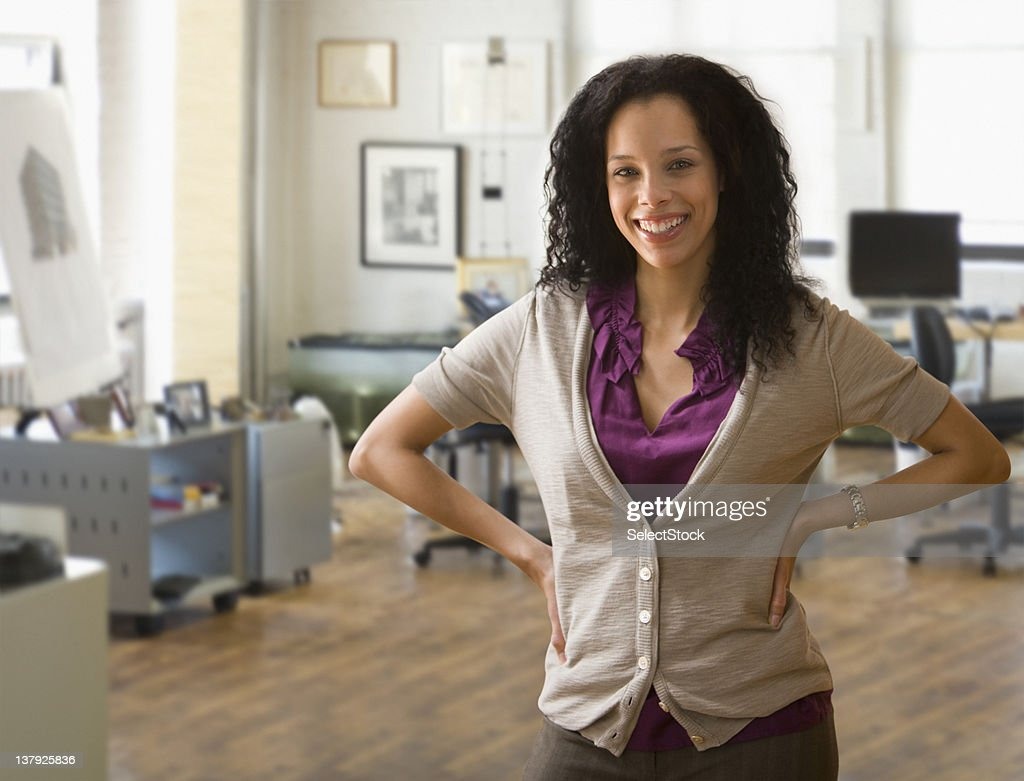 Portrait of young woman with hands in hips : Stock Photo