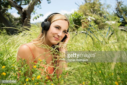Portrait of young woman with headphones : Stockfoto