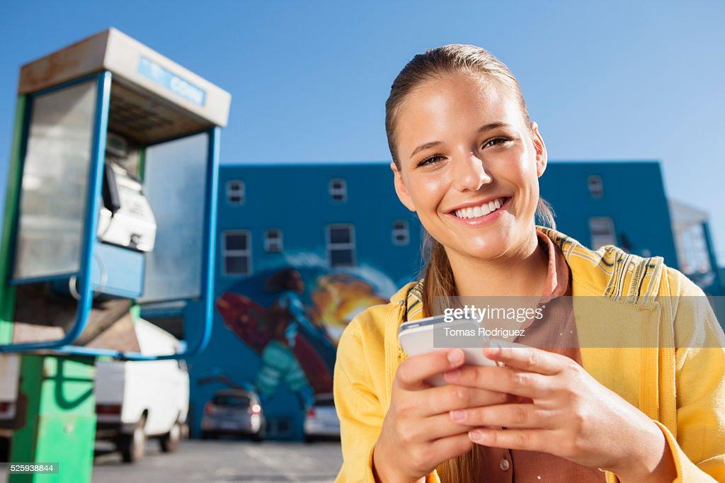 Portrait of young woman with smartphone : Bildbanksbilder