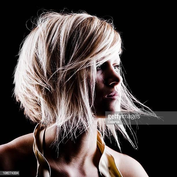 Porträt der jungen Frau mit schicke Haare Stil