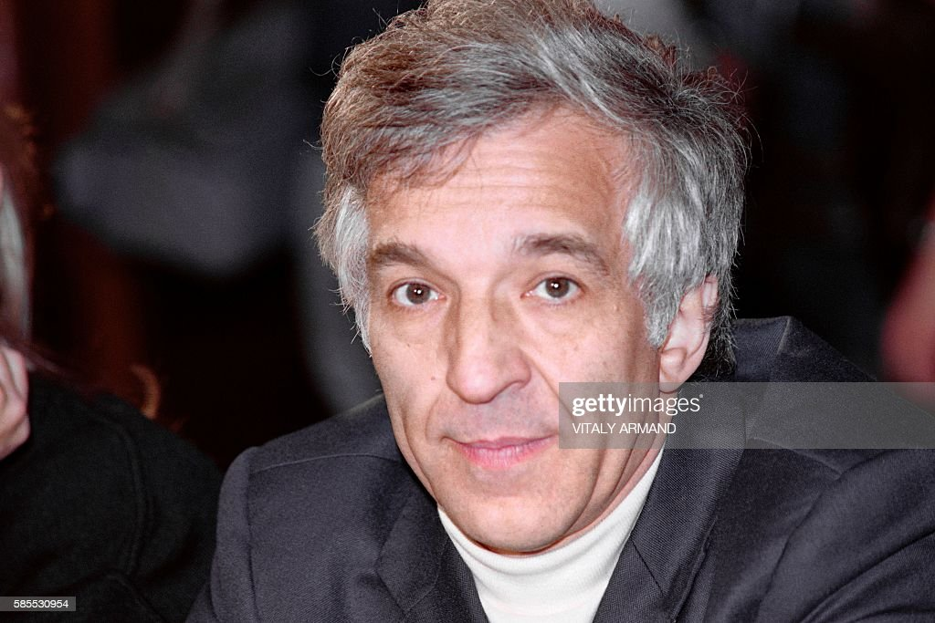 Portrait taken on November 11 1989 in Moscow shows Sovietborn British conductor Vladimir Ashkenazy prior to perform with his Royal Philarmonic...