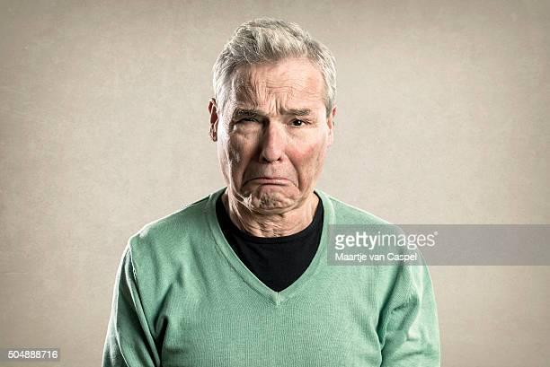 Portrait d'un vieil homme-Expressions-triste pleurant