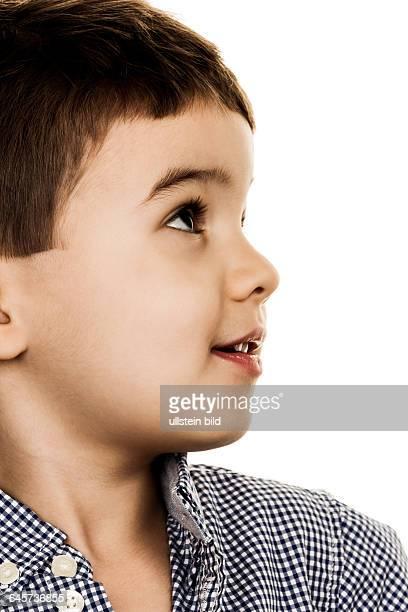 Porträt eines kleinen Jungen Symbol für Kindheit Unsicherheit Hoffnung