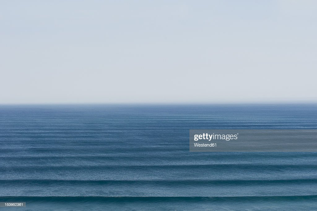 Portugal, Algarve, Sagres, View of Atlantic ocean with waves