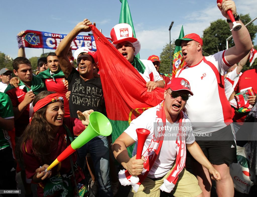 Portugal and Poland supporters cheer ahead of the Euro 2016 championship match between Poland and Portugal, in Marseille, southern France, on June 30, 2016. / AFP / JEAN