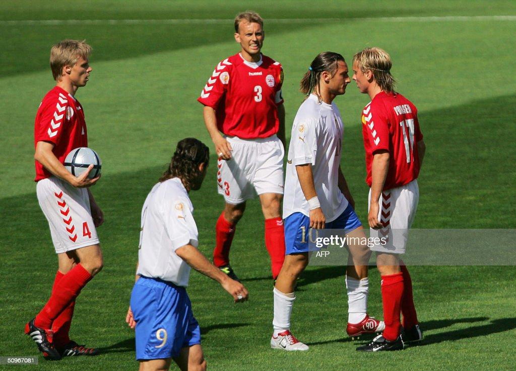 Denmark's midfielder Christian Poulsen argue with Italy's forward Francesco Totti 14 June 2004 at Henriques stadium in Guimaraes for their Euro 2004...