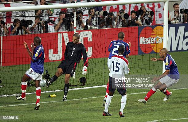 England goalkeeper David James reacts after French captain Zinedine Zidane scored the equaliser 13 June 2004 during their opening match at the...
