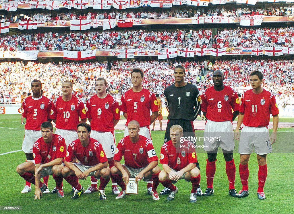 England team pose 21 June 2004 during their European Nations football championships match at the Estadio da Luz in Lisbon Croatia and England are...