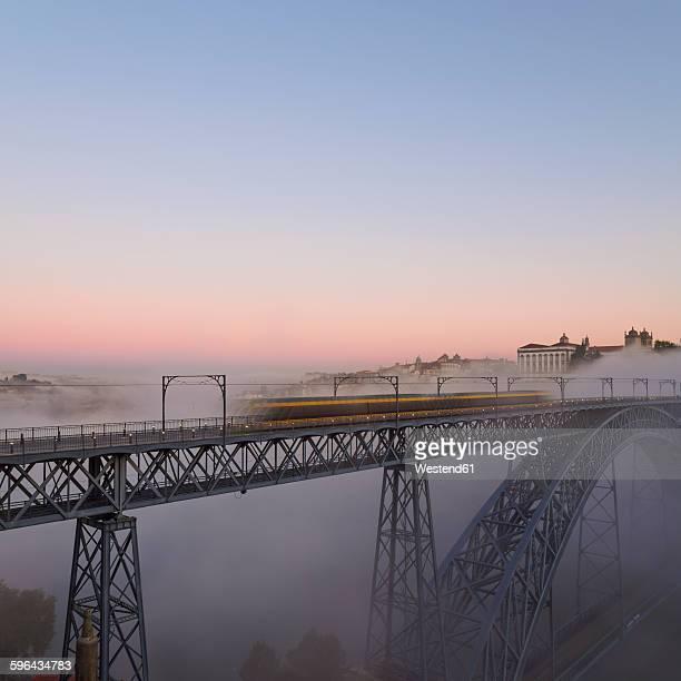 Portugal, Grande Porto, Porto, Luiz I Bridge in the evening