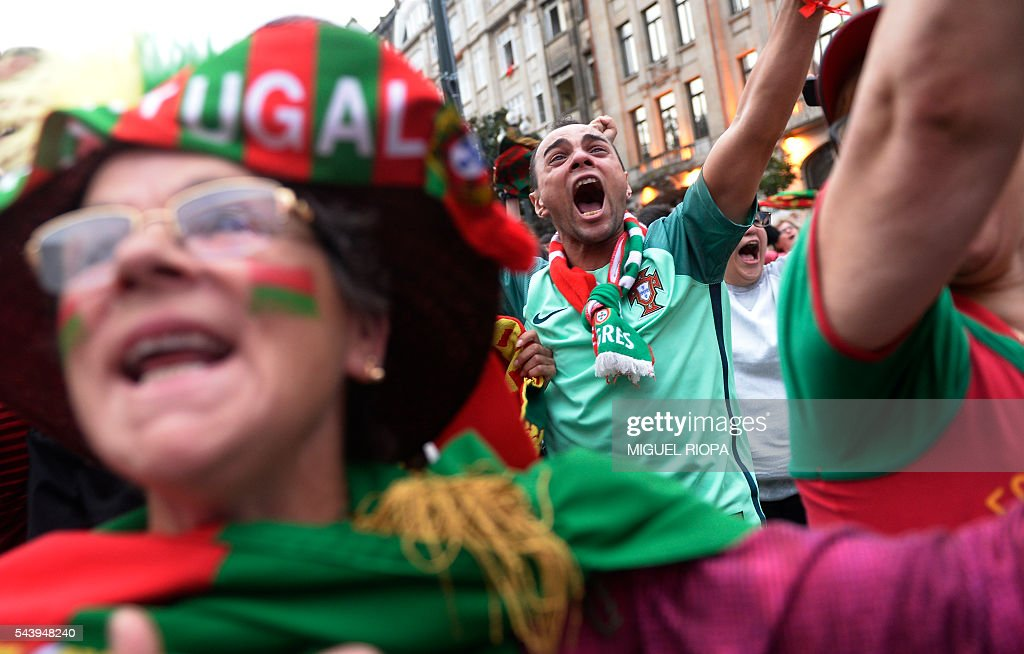 Portugal national football team supporters celebrate a goal in Porto on June 30, 2016, during the Euro 2016 football match between Portugal and Poland held at the Stade Velodrome in Marseille, France. / AFP / MIGUEL