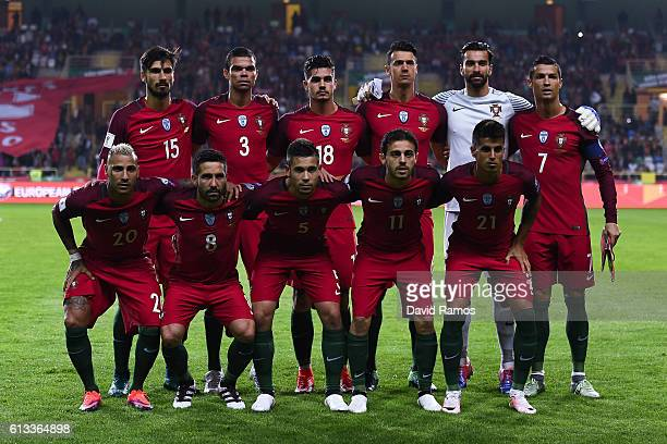 Portugal players pose for a team picture during the FIFA 2018 World Cup Qualifier between Portugal and Andorra at Estadio Municipal de Aveiro on...