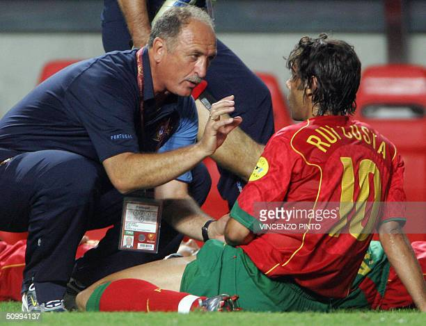 Portugal head coach Luiz Felipe Scolari gives instructions to Portugal's midfielder Rui Costa before the prolongations 24 June 2004 at the Estadio da...