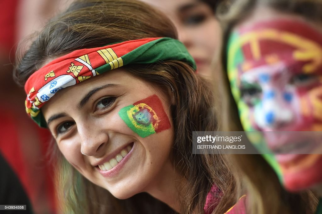 Portugal supporters smiles prior to the Euro 2016 quarter-final football match between Poland and Portugal at the Stade Velodrome in Marseille on June 30, 2016. / AFP / BERTRAND
