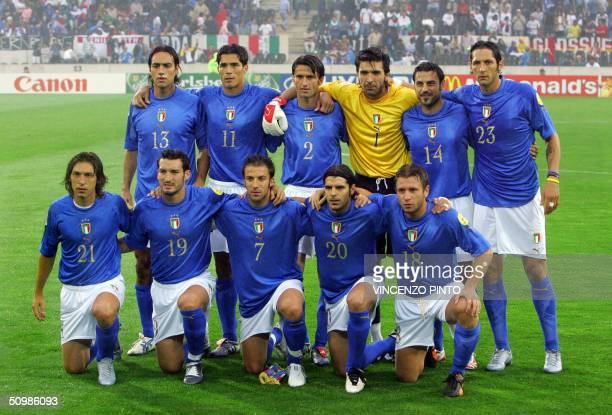 The Italian national football team players pose 22 June 2004 at Henriques stadium in Guimaraes before the beginning of the Euro 2004 group C football...