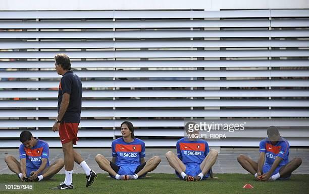 Portugal's coach Carlos Queiroz talks to his defenders Ricardo Costa Ze Castro Raul Meireles and Rolando Fonseca during their team´s second session...