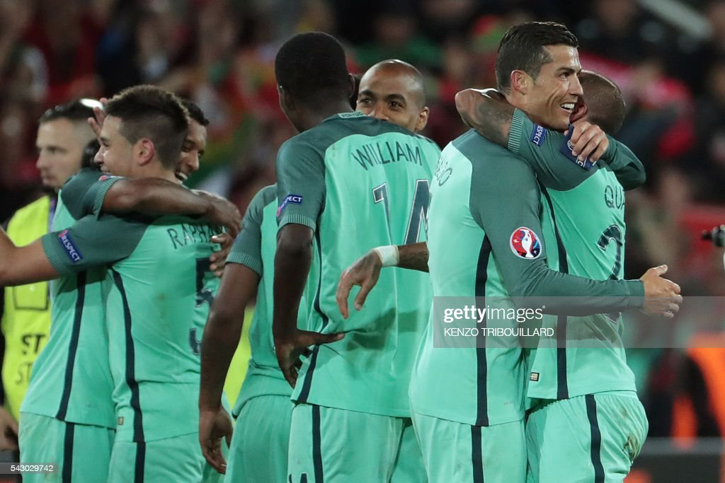 Portugal's forward Cristiano Ronaldo (2R) celebrates with teammates after winning the round of sixteen football match Croatia against Portugal of the Euro 2016 football tournament, on June 25, 2016 at the Bollaert-Delelis stadium in Lens. / AFP / KENZO
