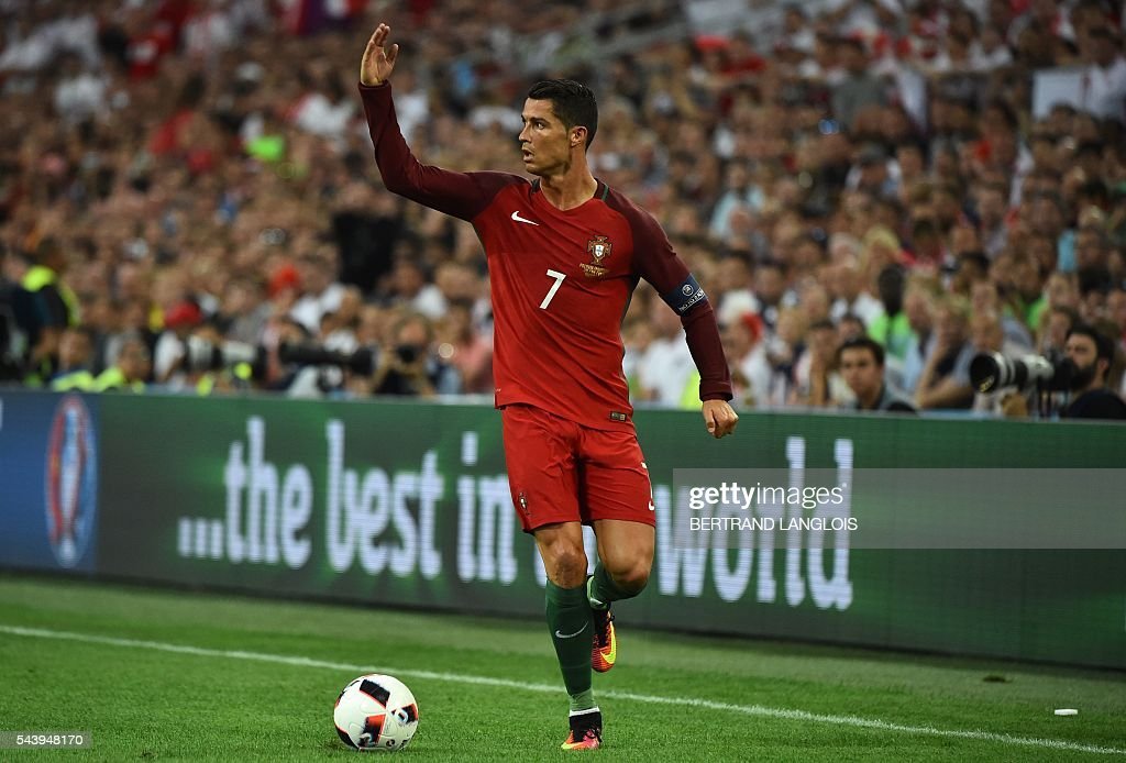 Portugal's forward Cristiano Ronaldo runs with the ball during the Euro 2016 quarter-final football match between Poland and Portugal at the Stade Velodrome in Marseille on June 30, 2016. / AFP / BERTRAND