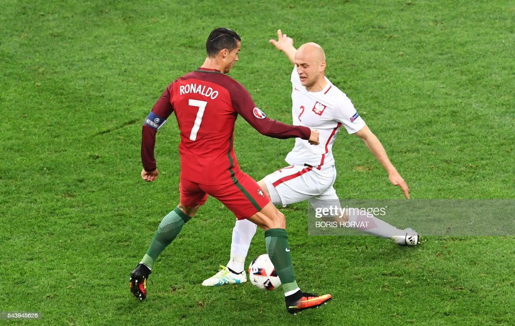 Portugal's forward Cristiano Ronaldo (L) vies with Portugal's defender Bruno Alves during the Euro 2016 quarter-final football match between Poland and Portugal at the Stade Velodrome in Marseille on June 30, 2016. / AFP / BORIS