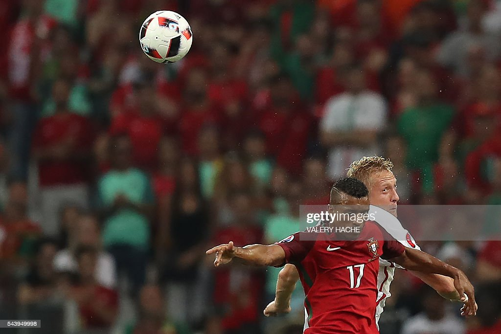 Portugal's forward Nani (R) vies for the ball with Poland's defender Kamil Glik during the Euro 2016 quarter-final football match between Poland and Portugal at the Stade Velodrome in Marseille on June 30, 2016. / AFP / Valery HACHE