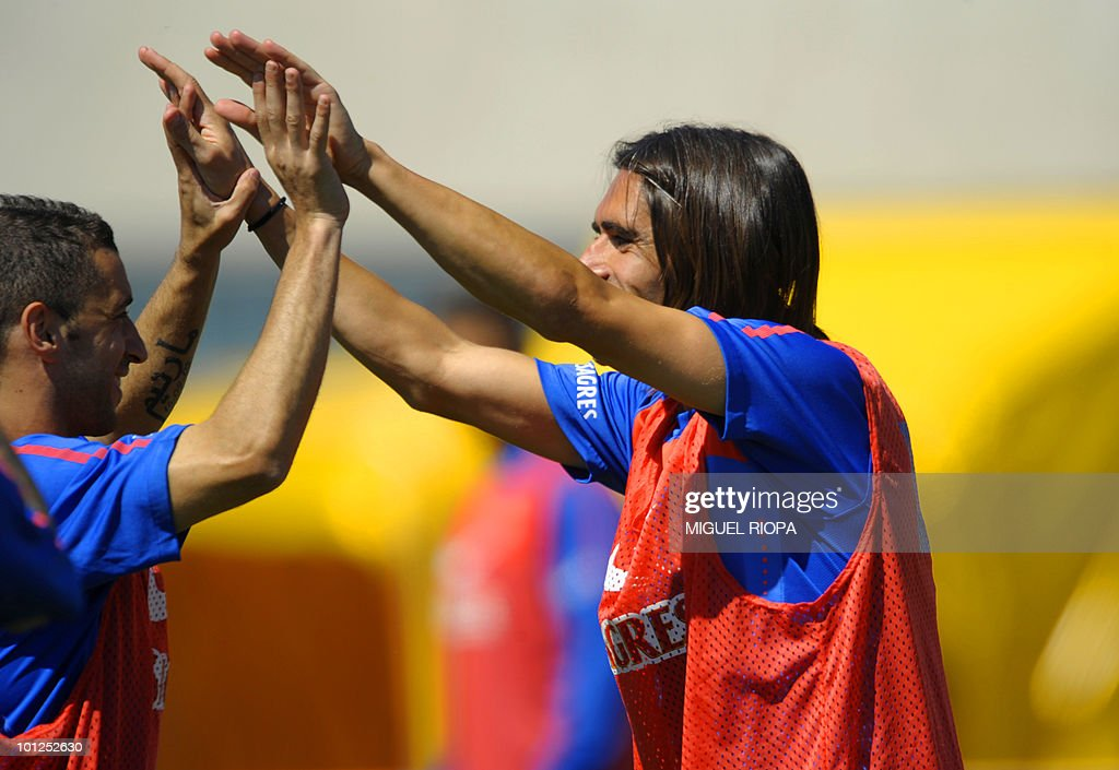 Portugal's forwards Danny Gomes (R) and Simao Sabrosa take part in their team´s morning training session at the Covilha Sports Complex in Covilha, central Portugal, on May 29, 2010. Portugal is holding a training camp in preparation for the upcoming WC2010 in South Africa.