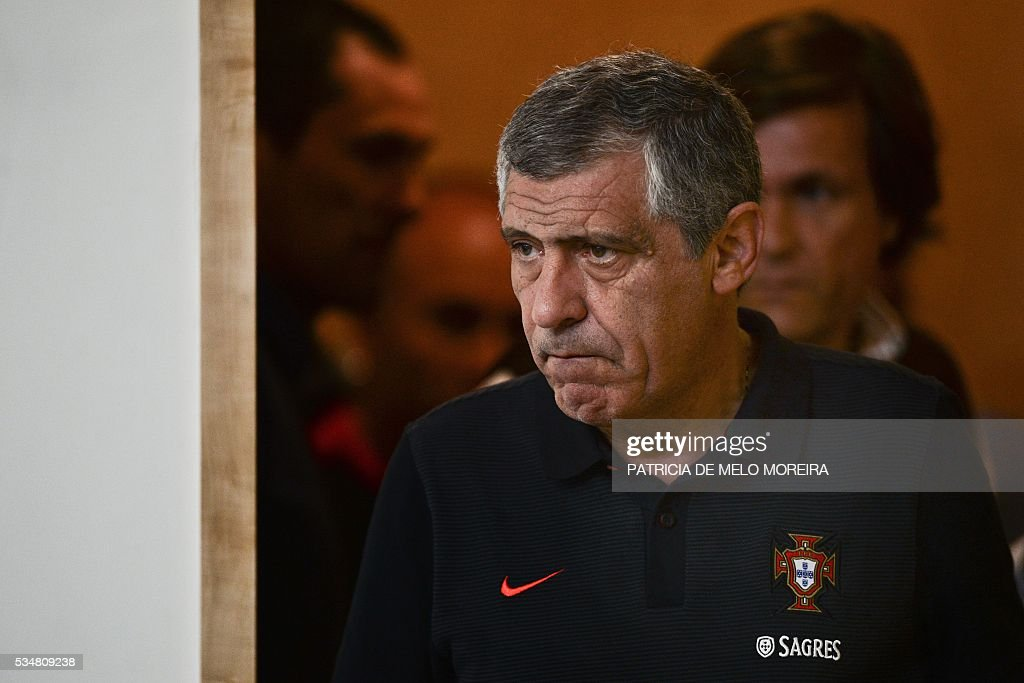 Portugal's head coach Fernando Santos arrives for a press conference on the eve of the friendly match Portugal vs Norway in preparation for the Euro 2016 at Portugal's team training center 'Cidade do Futebol' (Football City) in Oeiras, outskirts of Lisbon on May 28, 2016. / AFP / PATRICIA