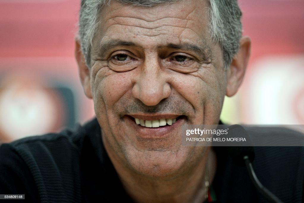 Portugal's head coach Fernando Santos attends to a press conference on the eve of the friendly match Portugal vs Norway in preparation for the Euro 2016 at Portugal's team training center 'Cidade do Futebol' (Football City) in Oeiras, outskirts of Lisbon on May 28, 2016. / AFP / PATRICIA