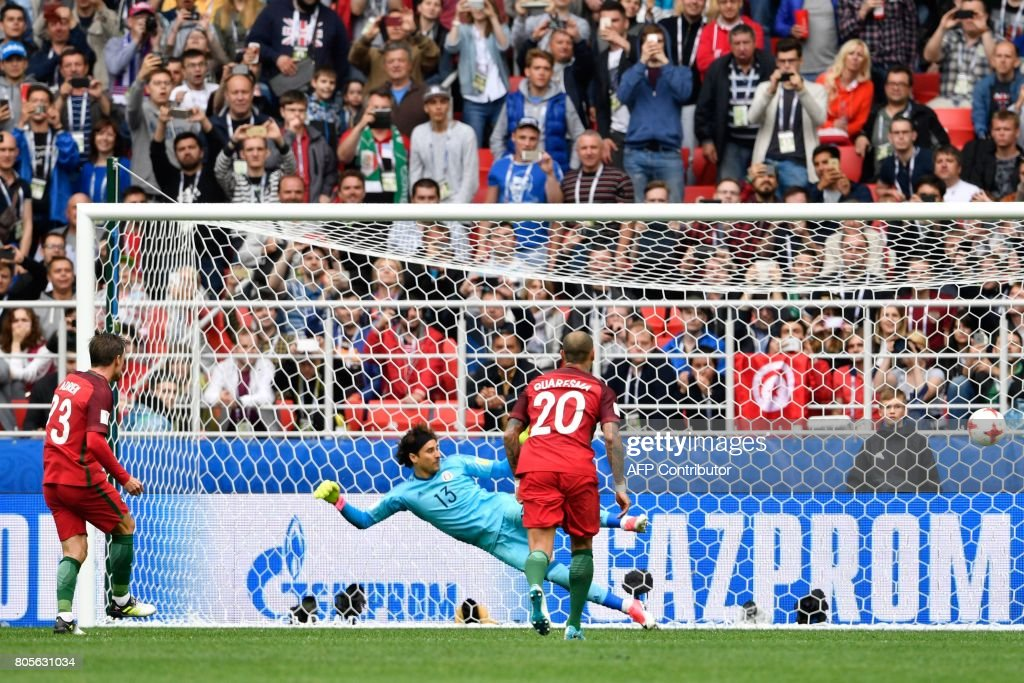 TOPSHOT - Portugal's midfielder Adrien Silva (L) scores a penalty during the 2017 FIFA Confederations Cup third place football match between Portugal and Mexico at the Spartak Stadium in Moscow on July 2, 2017. / AFP PHOTO / Alexander NEMENOV