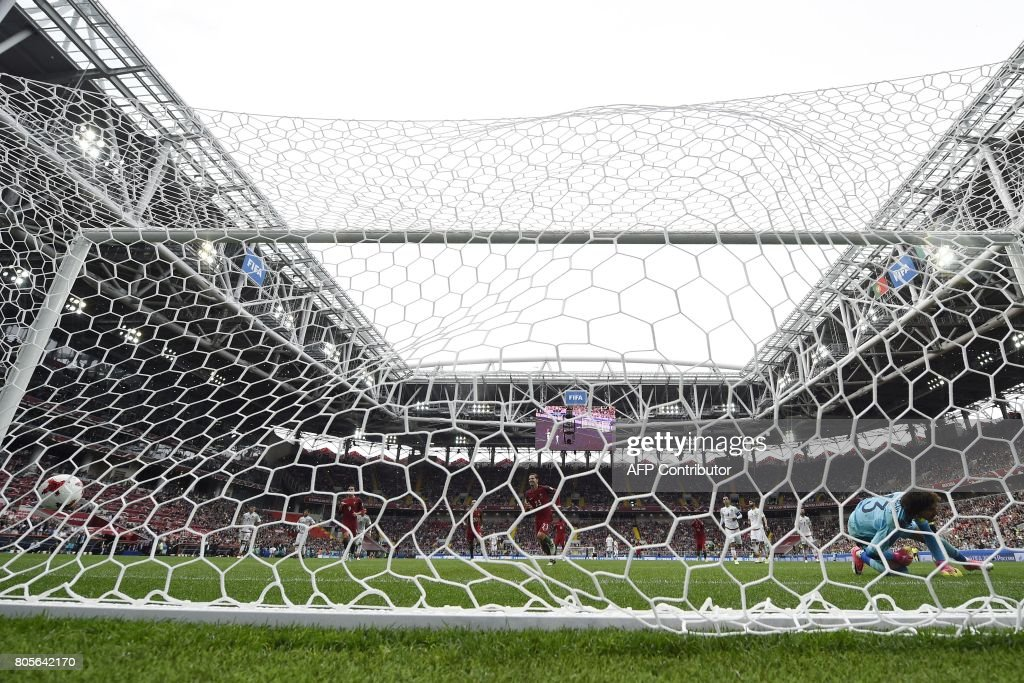 TOPSHOT - Portugal's midfielder Adrien Silva (C) scores a penalty past Mexico's goalkeeper Guillermo Ochoa (R) during the 2017 FIFA Confederations Cup third place football match between Portugal and Mexico at the Spartak Stadium in Moscow on July 2, 2017. / AFP PHOTO / Yuri KADOBNOV