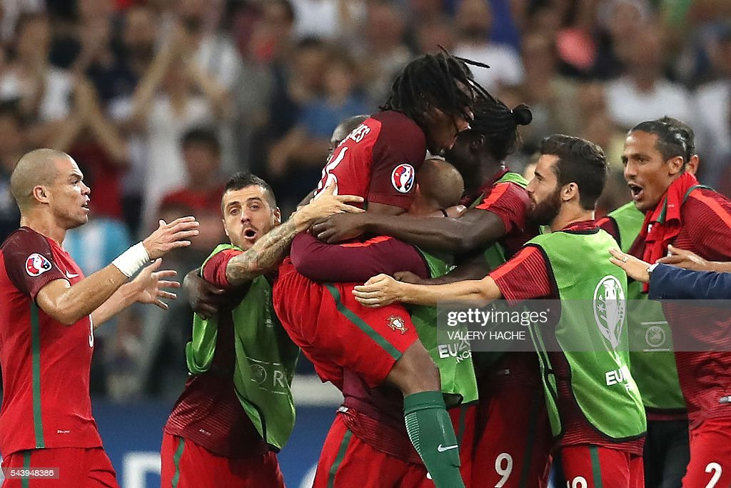 Portugal's midfielder Renato Sanches (C) celebrates with teammates after scoring during the Euro 2016 quarter-final football match between Poland and Portugal at the Stade Velodrome in Marseille on June 30, 2016. / AFP / Valery HACHE