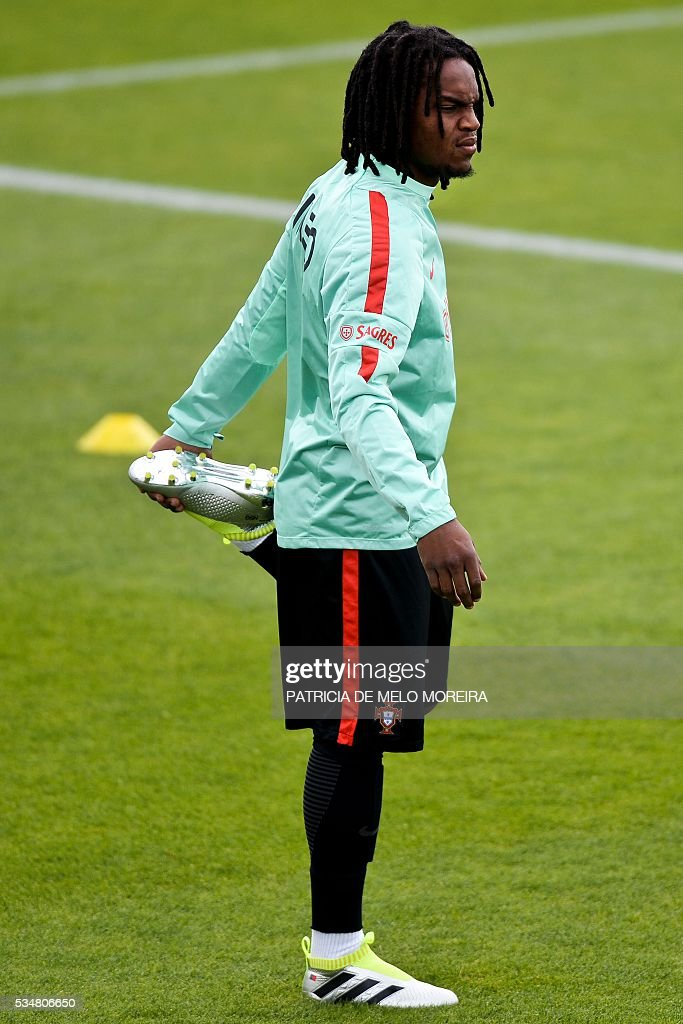 Portugal's midfielder Renato Sanches stands during a training session on the eve of the friendly match Portugal vs Norway in preparation for the Euro 2016 at Portugal's team training center 'Cidade do Futebol' (Football City) in Oeiras, outskirts of Lisbon on May 28, 2016. / AFP / PATRICIA