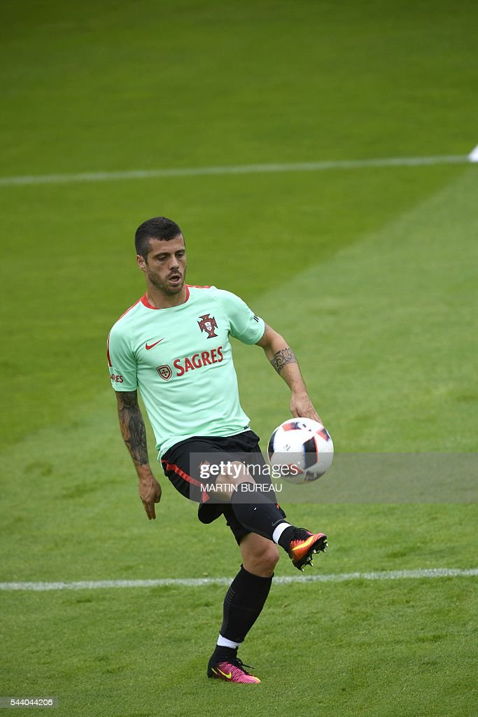 Portugal's midfielder Vieirinha attends a training session, on July 1, 2016 in Marcoussis, south of Paris, during the Euro 2016 football tournament. / AFP / MARTIN
