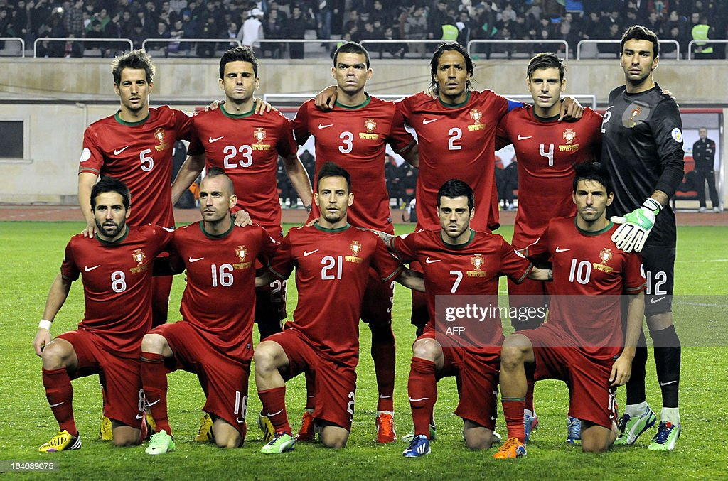 Portugal's national football team players pose for a photo before their 2014 World Cup qualifying football match against Azerbaijan's national football team at Tofig Bahramov stadium in the Azerbaijan's capital Baku, on March 26, 2013. AFP PHOTO / TOFIK BABAYEV
