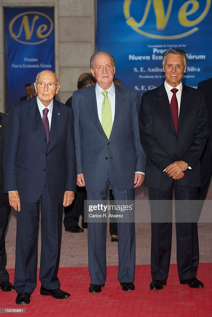 Portuguese President <a gi-track='captionPersonalityLinkClicked' href=/galleries/search?phrase=Anibal+Cavaco+Silva&family=editorial&specificpeople=577282 ng-click='$event.stopPropagation()'>Anibal Cavaco Silva</a> (R), Italian President <a gi-track='captionPersonalityLinkClicked' href=/galleries/search?phrase=Giorgio+Napolitano&family=editorial&specificpeople=568986 ng-click='$event.stopPropagation()'>Giorgio Napolitano</a> (L) and King Juan Carlos of Spain (C) attend the 'Nueva Economia 2011 and 2012' awards at the Zarzuela Theater on October 2, 2012 in Madrid, Spain.