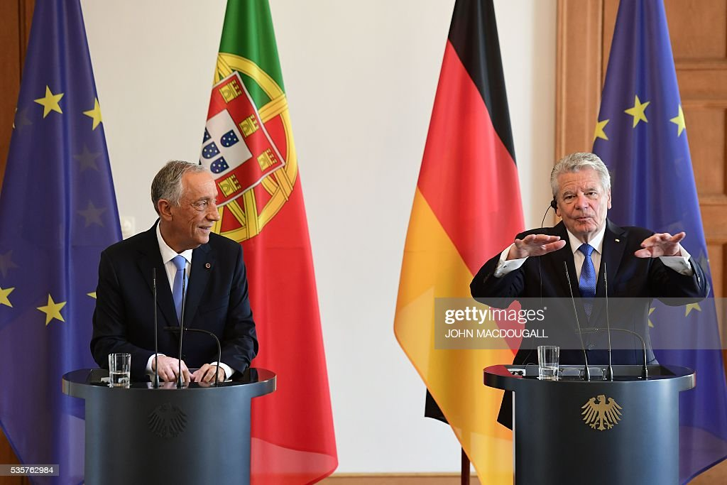 Portuguese President Marcelo Rebelo de Sousa (L) listens to German president Joachim Gauck at a press conference as they meet for talks at the Bellevue presidential palace in Berlin on May 30, 2016. / AFP / John MACDOUGALL